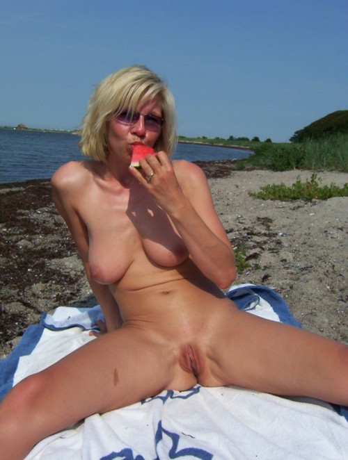 Kyra ,a  old mature granny who enjoys to have devoted boobsex
