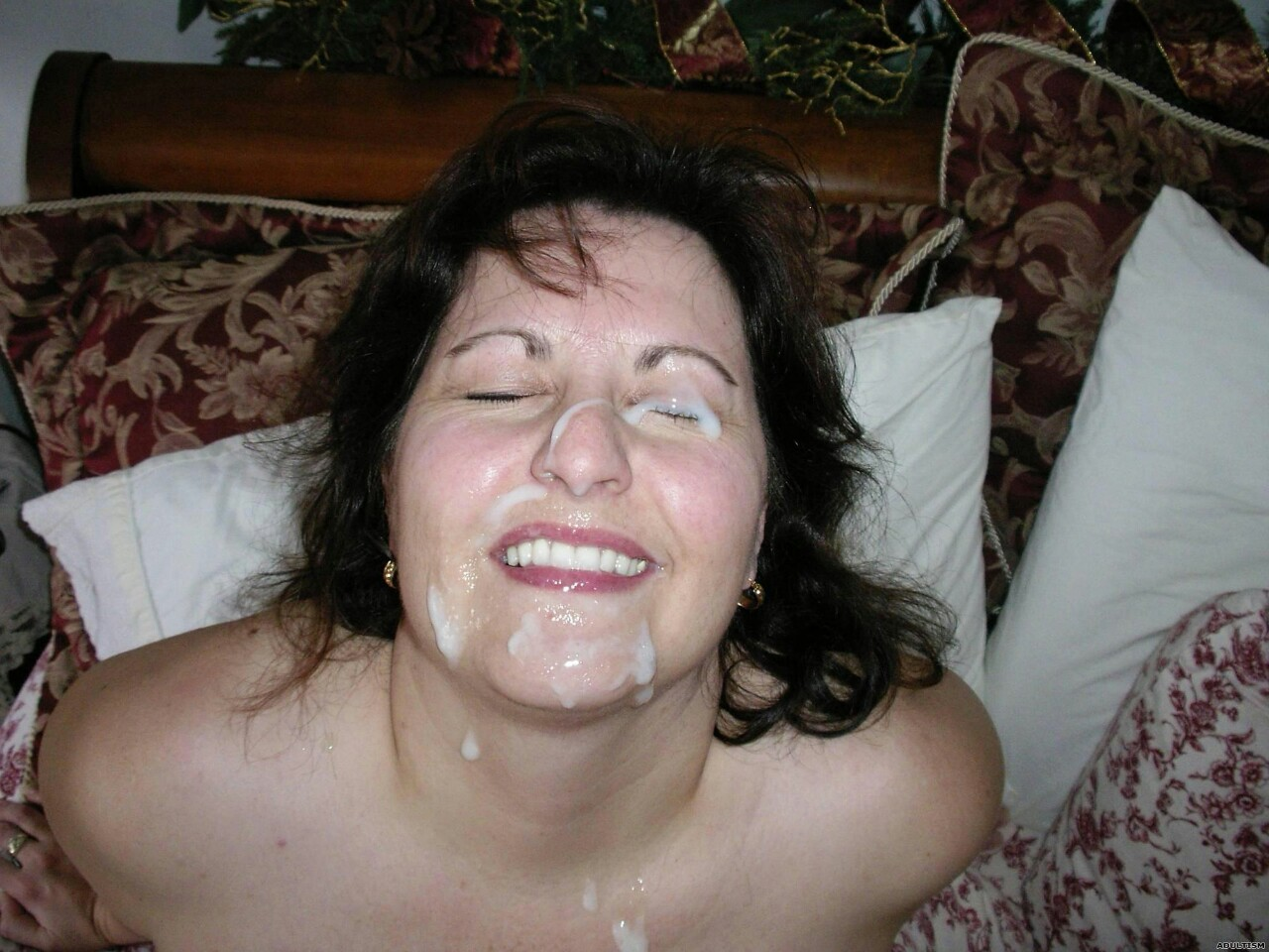 Patricia a wet granny its time to take her suns facial to show him whos it going