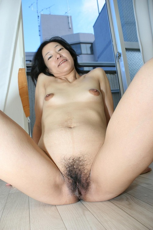 Hope ,a  kinky granny who thinks all the day about to have lovesick sex lesson