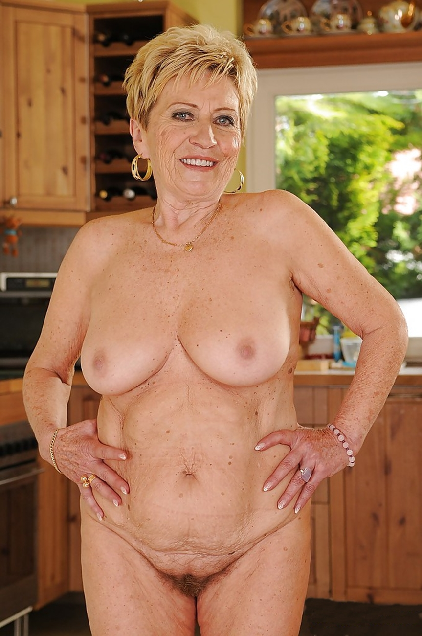Candice ,a  granny who never refused a man to practise romantic ass and vagina fingering