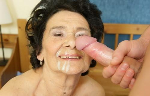 Marie a granny with a hot grannyfacial
