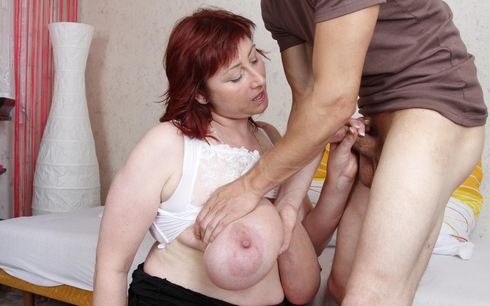 Dakota a granny makes a young dude com on her saggy titties