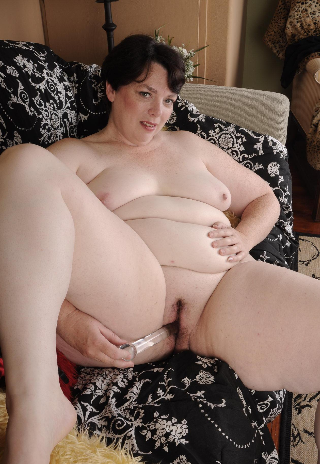 lustfull granny Is addicted has no one to fuck her huge bbw hole