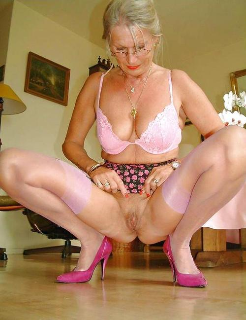 wet granny is not shy wears beautyful nylons today