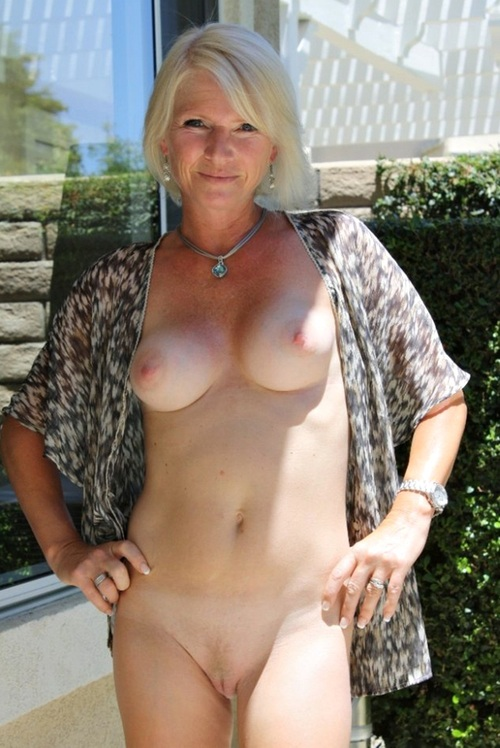 Jillian ,a  sexy granny who loves to practise devoted finger sex