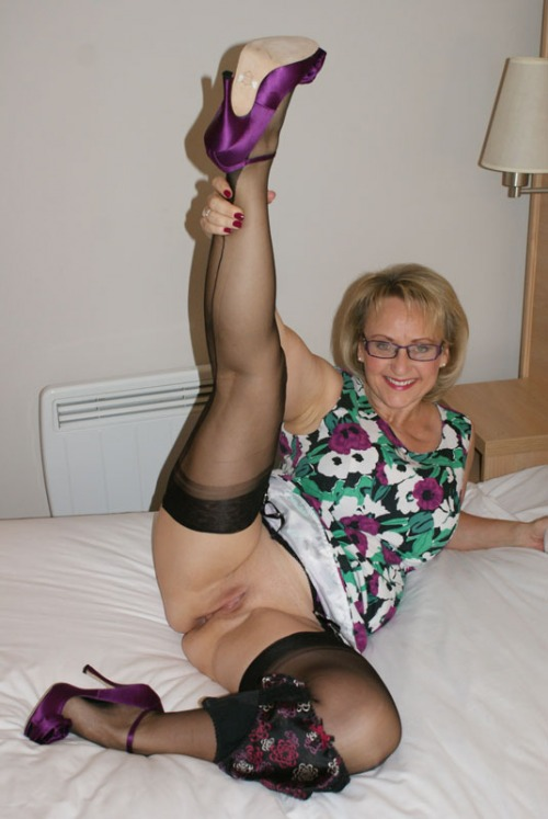 Aimee a perverted granny posing bottomless for your personal pleasure