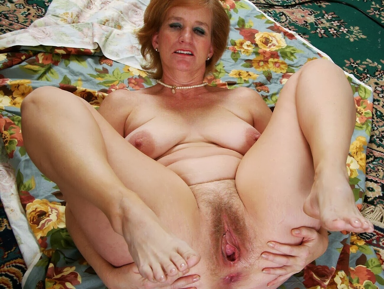Madelyn ,a  lustfull granny who is daydreaming about to give devoted tittie job
