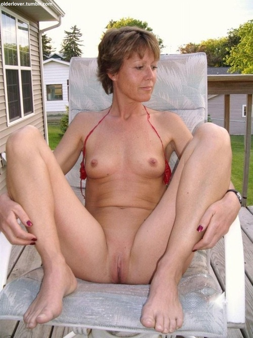 Jocelyn a divorced granny gives the best granny blowjobs in town