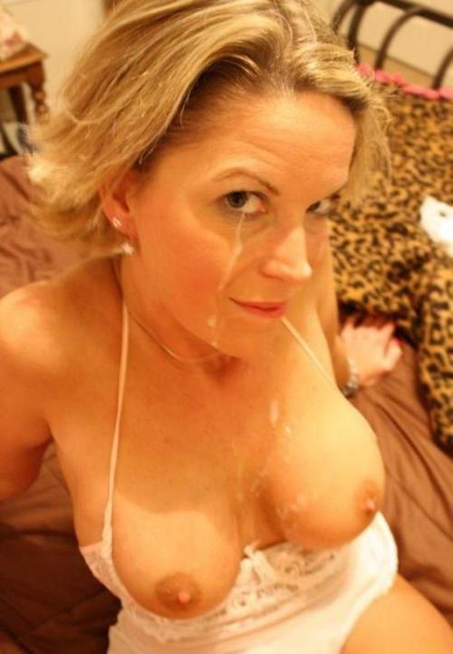 Alexia ,a  granny widdow who is daydreaming about to do relaxed sex education