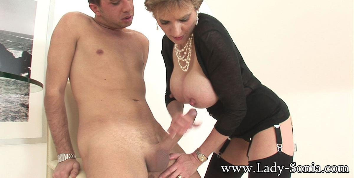 Cassie a granny widdow taking care about her stepsuns hard dick