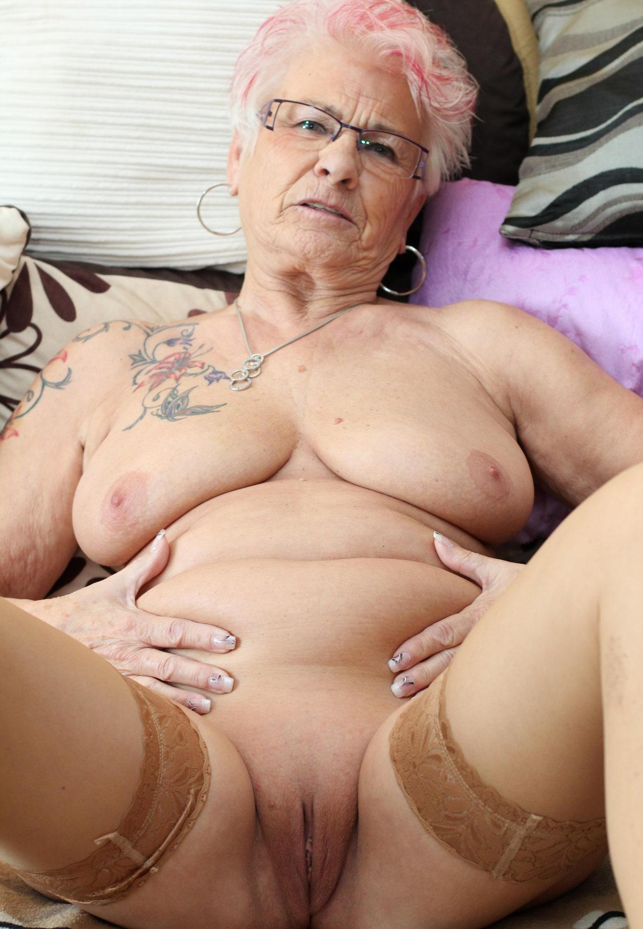 Lorena a anal addicted granny a slinky single oma ready to get fucked