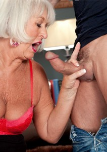Tiffany a divorced granny admiring young dicks to suck