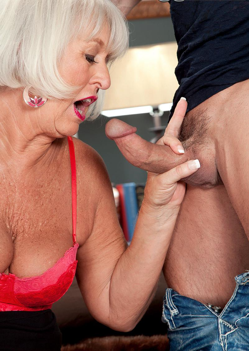 divorced granny has a strong passion admiring young dicks to suck
