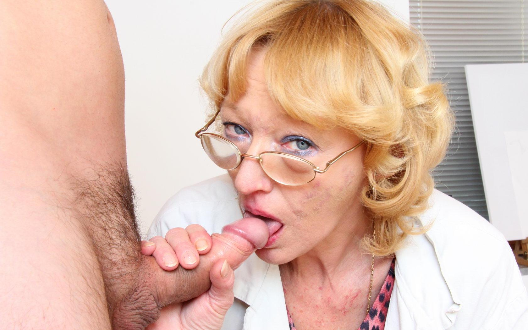 Jada a sexy granny giving a passionate head to a young fella