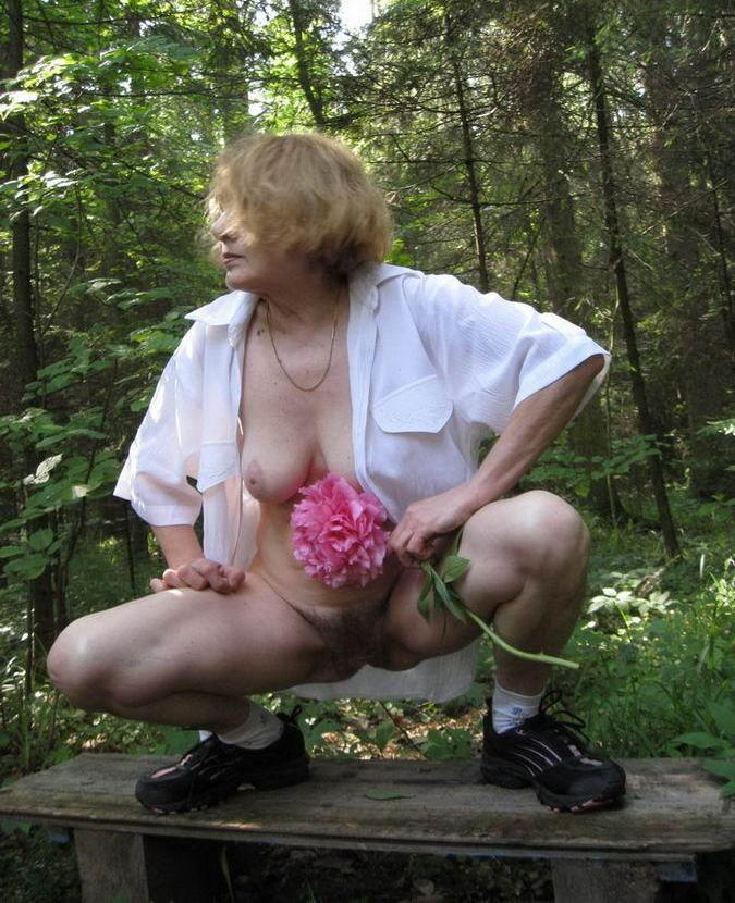 Caitlin a granny lost her panties in the forrest