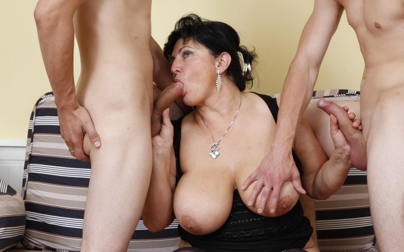 Frances ,a  old mature granny who thinks all the day about to give undisturbed blowjob