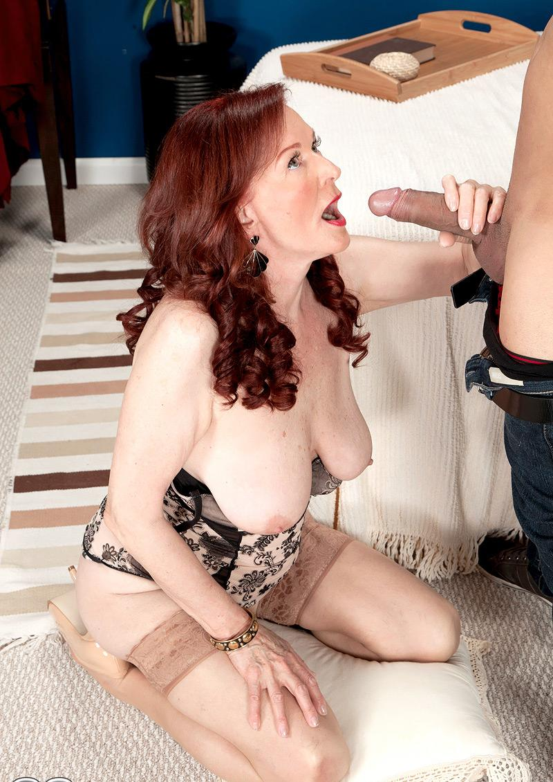 Alyssa ,a  grandmother who thinks all the day about to give hard Fellatio