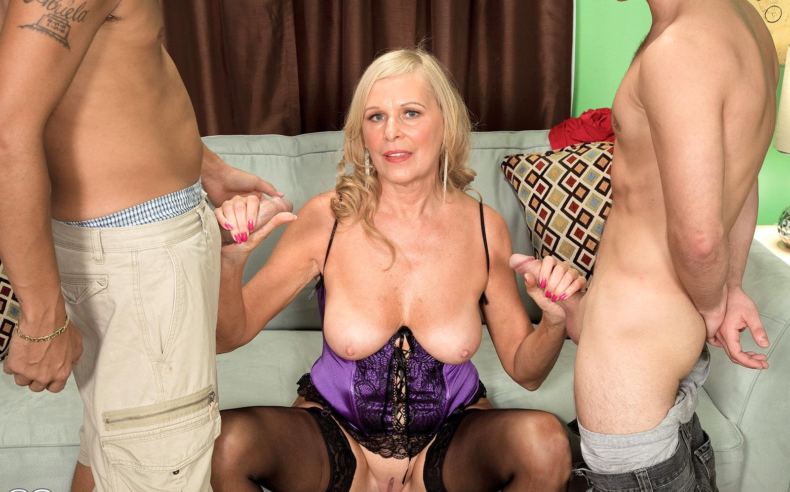 wet granny has a strong passion deepthroating with great passion