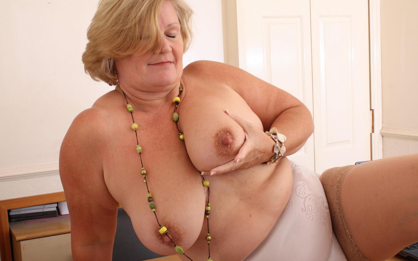Tia a wet granny a seriously horny bbw grandmom