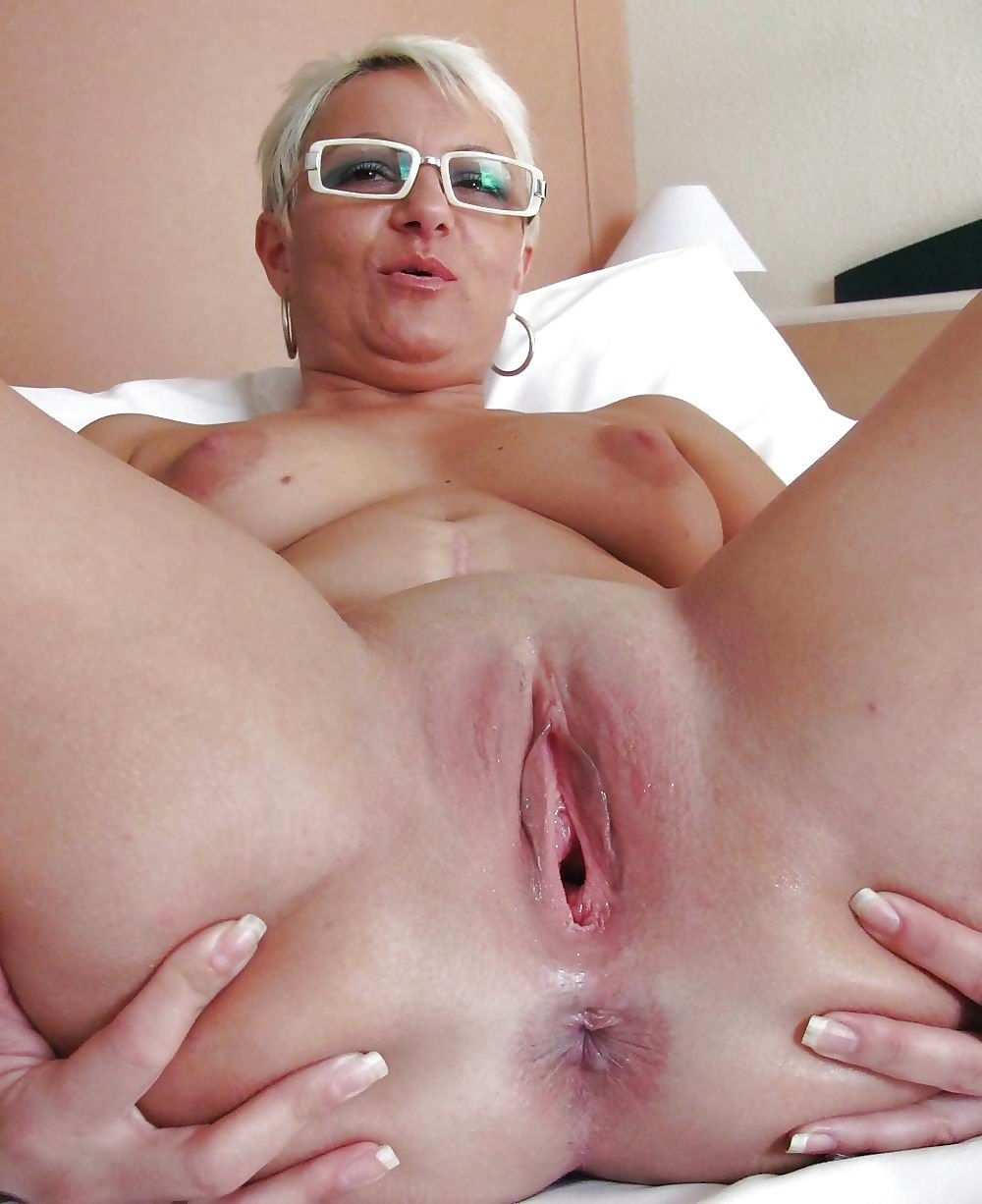 Tania ,a  kinky granny who enjoys to have devoted romantic nights