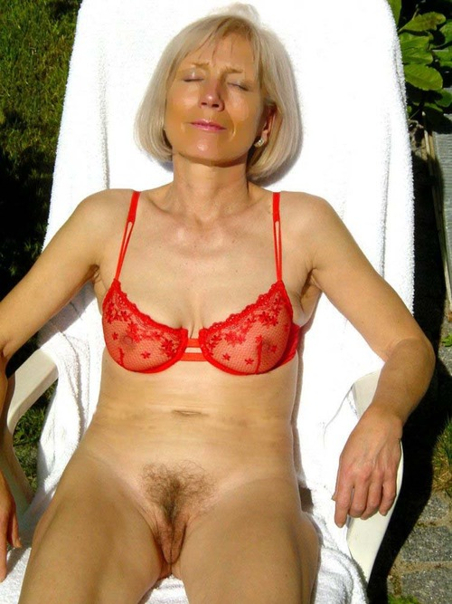 Camille a granny mom has a tight body for her age
