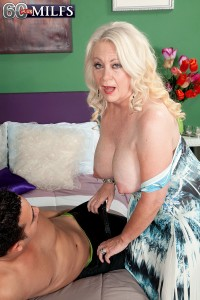 Autumn a granny widdow introducing a young guy in sex