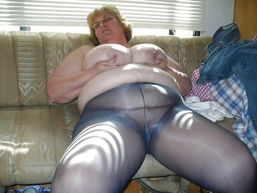 sexual attractive kinky granny likes to have anal sex