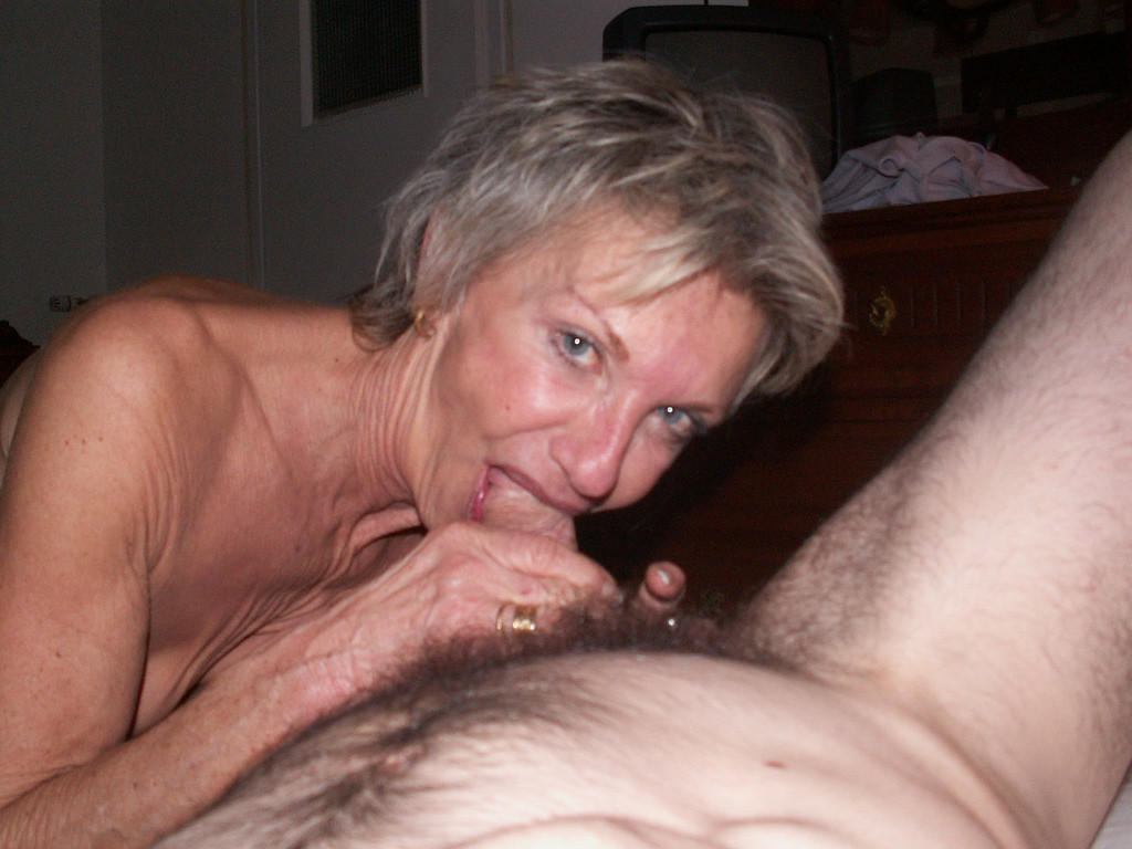 ultra hot anal addicted granny likes to do fisting