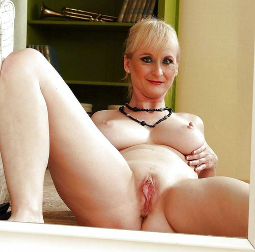pic ofNaomi showing off her sweet shaved old vagina