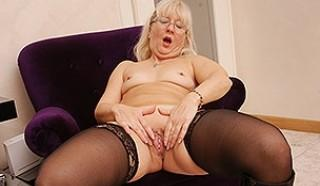 Asia a 79 old amiable BBW GRANNY masturbating in the office