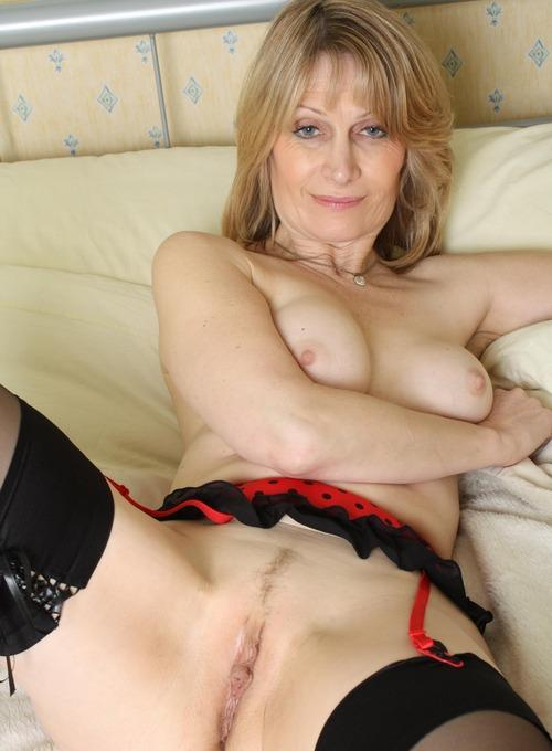Denise a 52 old admirable SEXY MOM is a beatyful lovely 50 plus wife