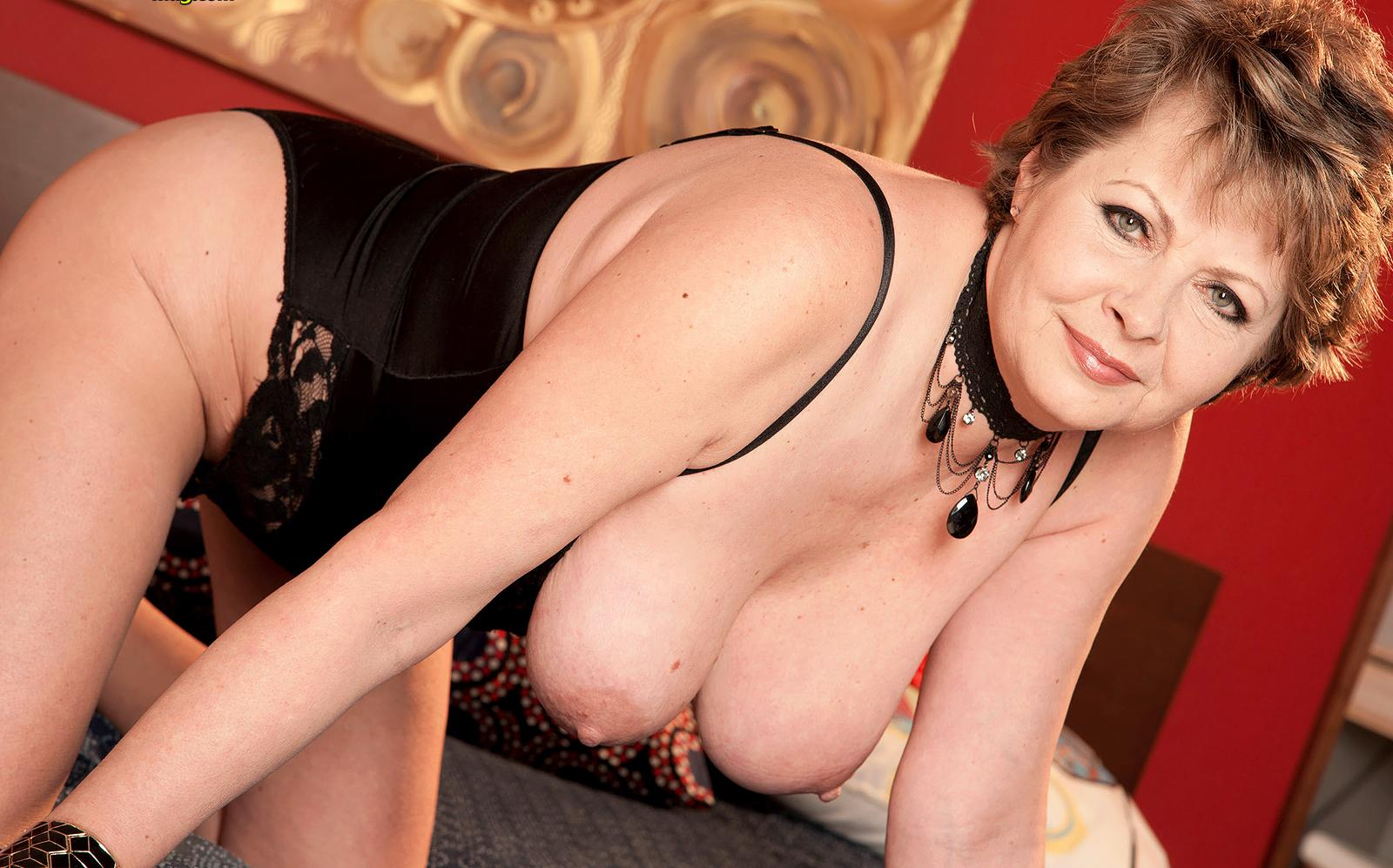 Serena a 67 old retired FLASHING GRANNY is doing a hot striptease