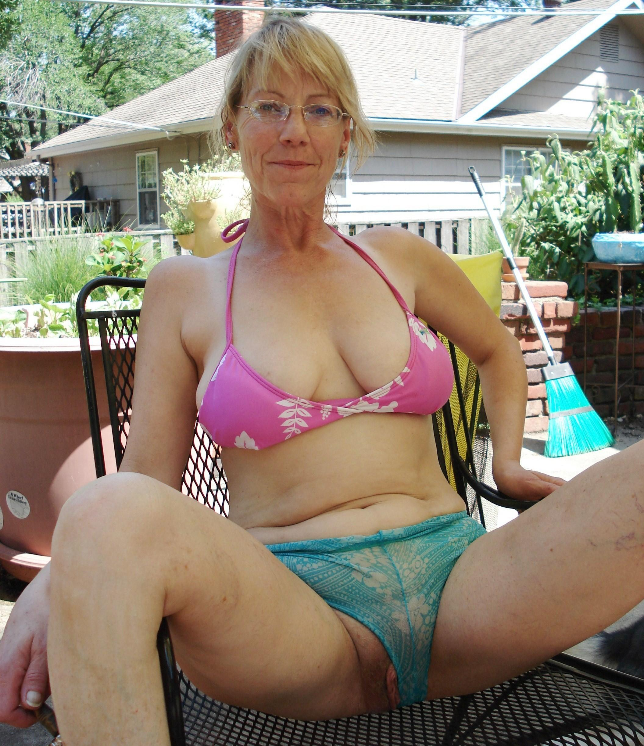 Tori a 62 old perverted HOMEMADE GRANNY with some great private homemade pictures