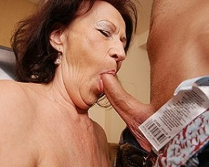 Mercedes a 66 old rotten COCKSUCKING GRANNIES doesnt stop till he cums in her granny throat