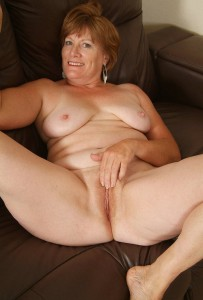 Holly a 68 old amorous HOMEMADE GRANNY is proud of her beautyful shaved vagina