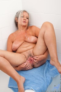 kinky granny april thomas in a welness ressort hotel