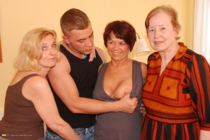 200 years of experienced pussy reversegangbang some young lucky guy