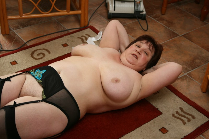 granny bbw allone at home