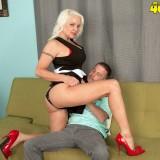 Veronica Vaughn preparing for anal sex #4