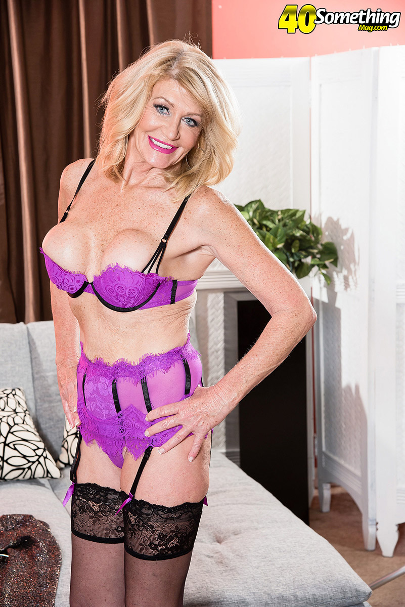Granny sweetheart Kendall Rex is ready to flex