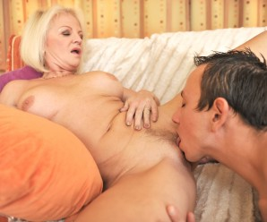 Hard common cunnilingus and  orgasmin with old pussy meat – granny loves a cowgirl ride