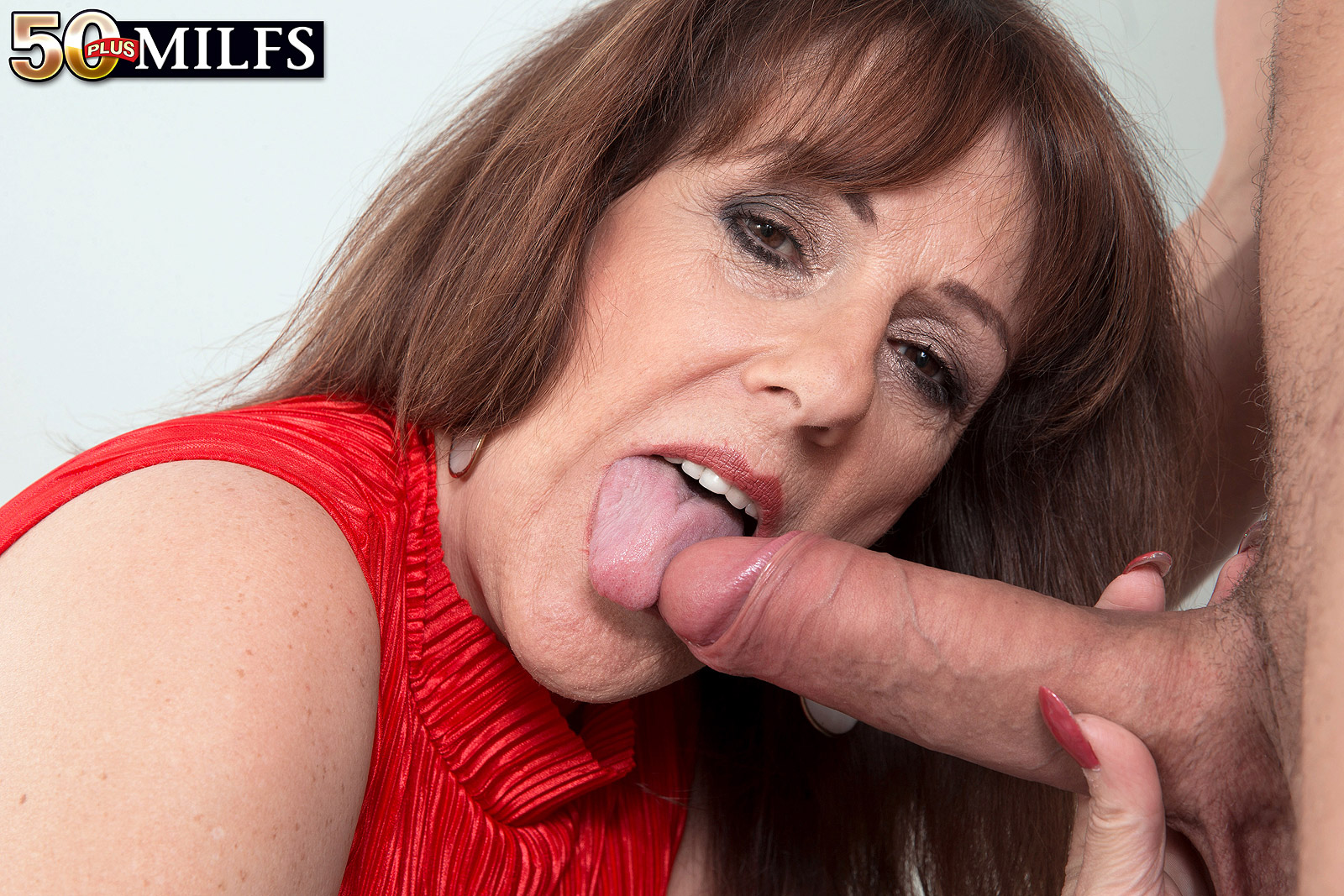 sexy mom blows the delivery guy #1