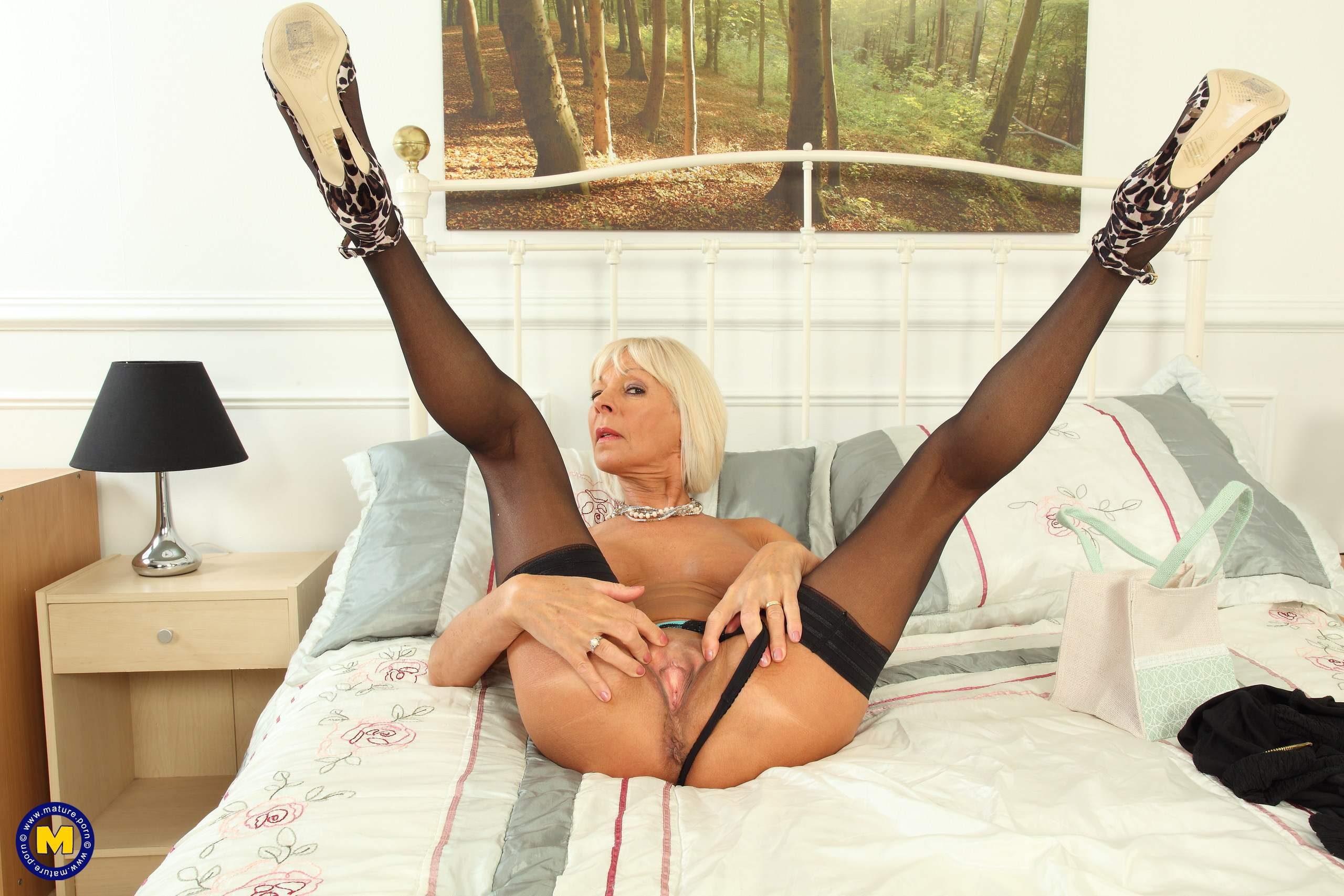 oversexy blonde divorced lady plays her holes with two love balls – full insertion #1