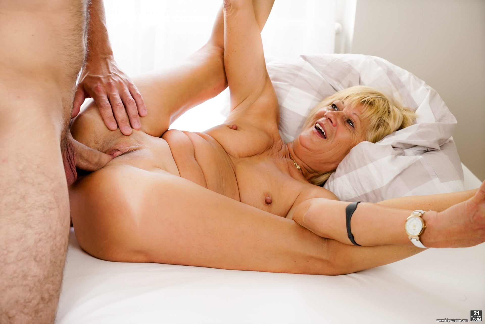her old mature cunt tastes so delicious #1