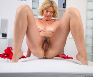 Diana Gold – stockings shooting and great granny pussy closeup