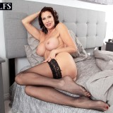 How a sexy MILF starts her day - Vanessa Videl (60 Photos) - 50 Plus MILFs picture 5