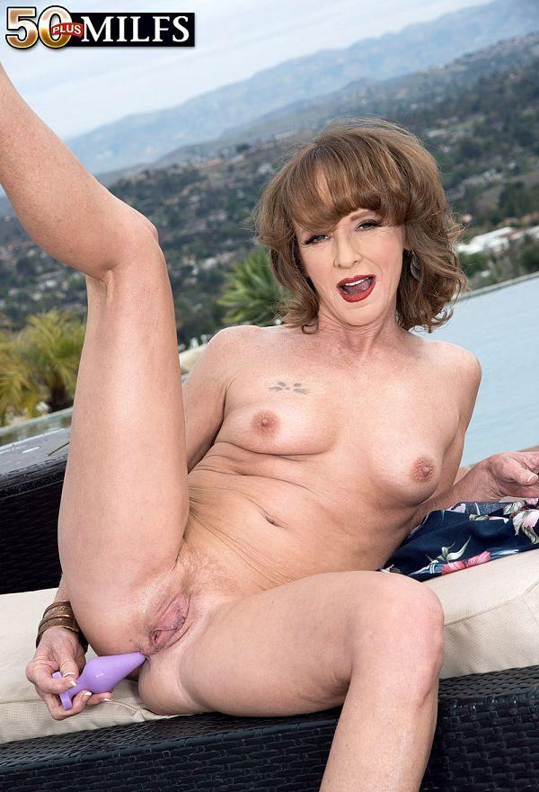 Poolside butt-plugging with Cyndi Sinclair - Cyndi Sinclair (91 Photos) - 50 Plus MILFs picture 2