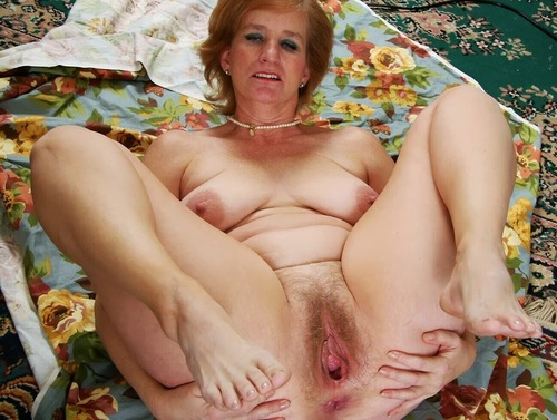 Sydney ,a  granny widdow who has a strong passion to give admiring tugjob