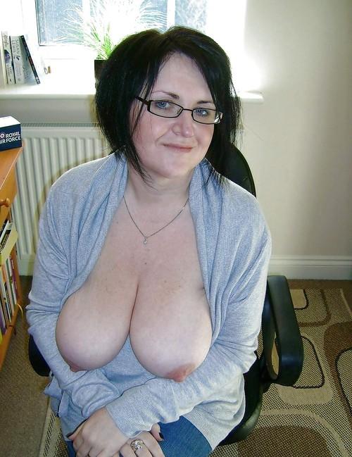 Sasha ,a  granny mom who loves to give gentle boobs tug