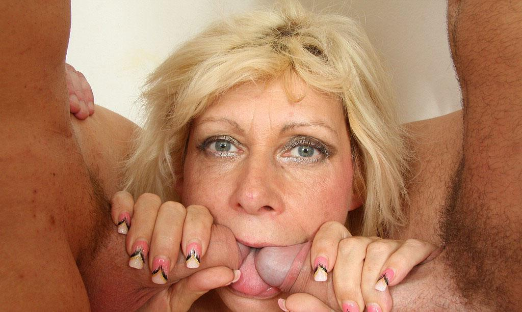 Kaylee ,a  perverted granny who  to give gentle tugjob